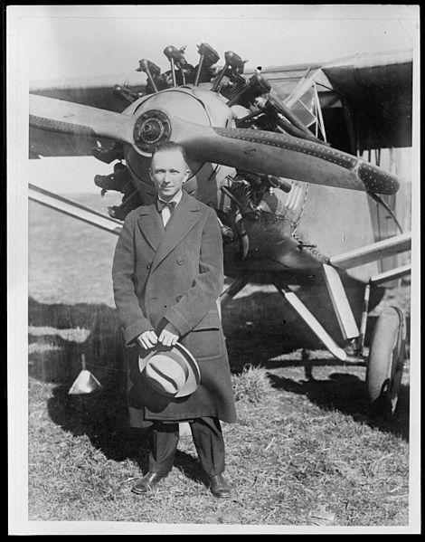 Chamberlin and his plane that he flew from N.Y. to Germany 1927. © Leslie Jones. Courtesy of the Boston Public Library, Leslie Jones Collection